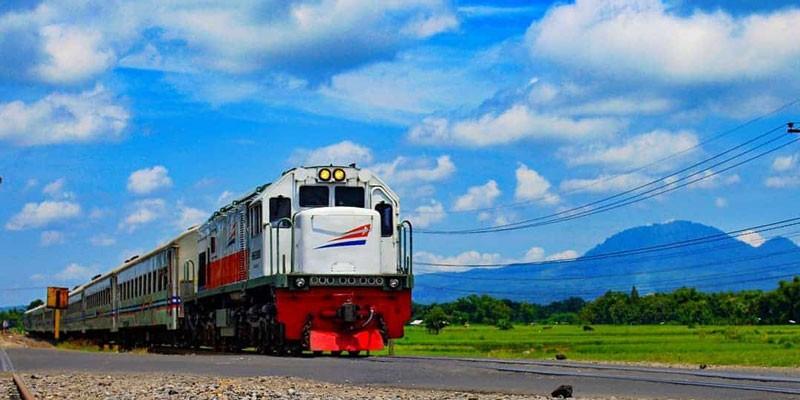 kereta-api-sri-tanjung
